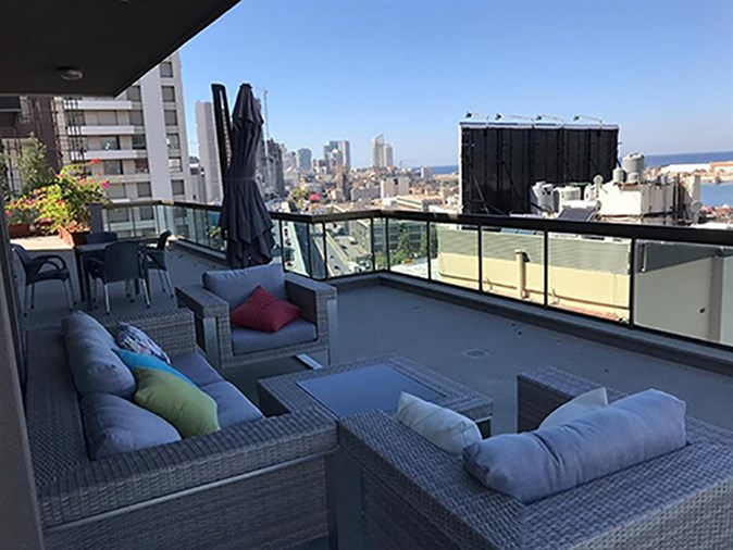Gemayzeh penthouse for rent